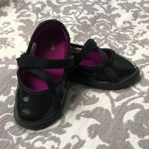 Adorable Nike dress shoes